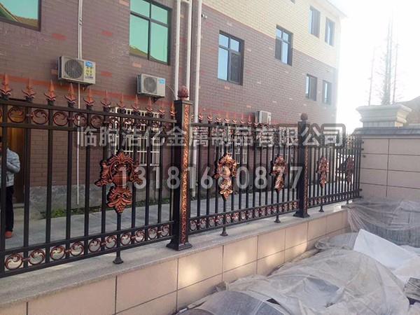 简述庭院铝艺护栏的安装事项