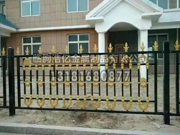 为什么现在别墅铝艺护栏越来越受欢迎?